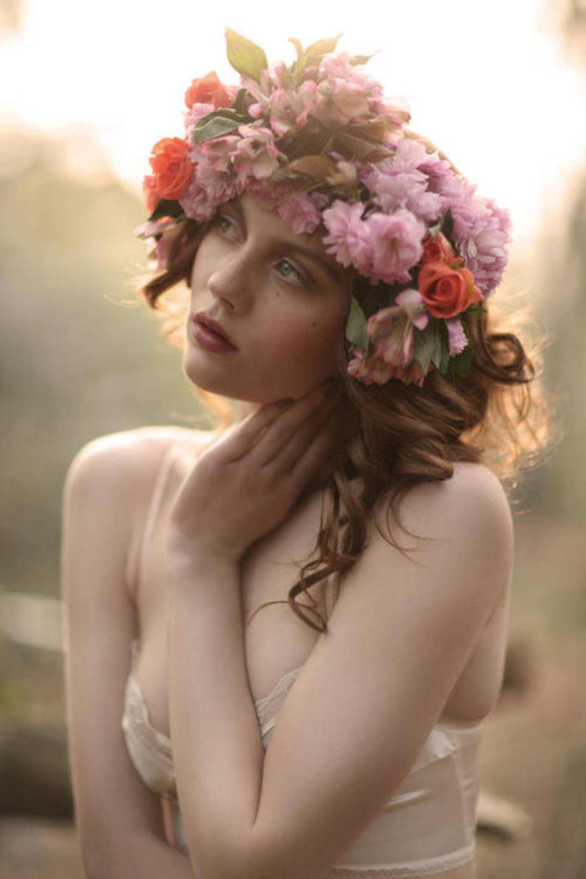 Фото девушка в живых цветах