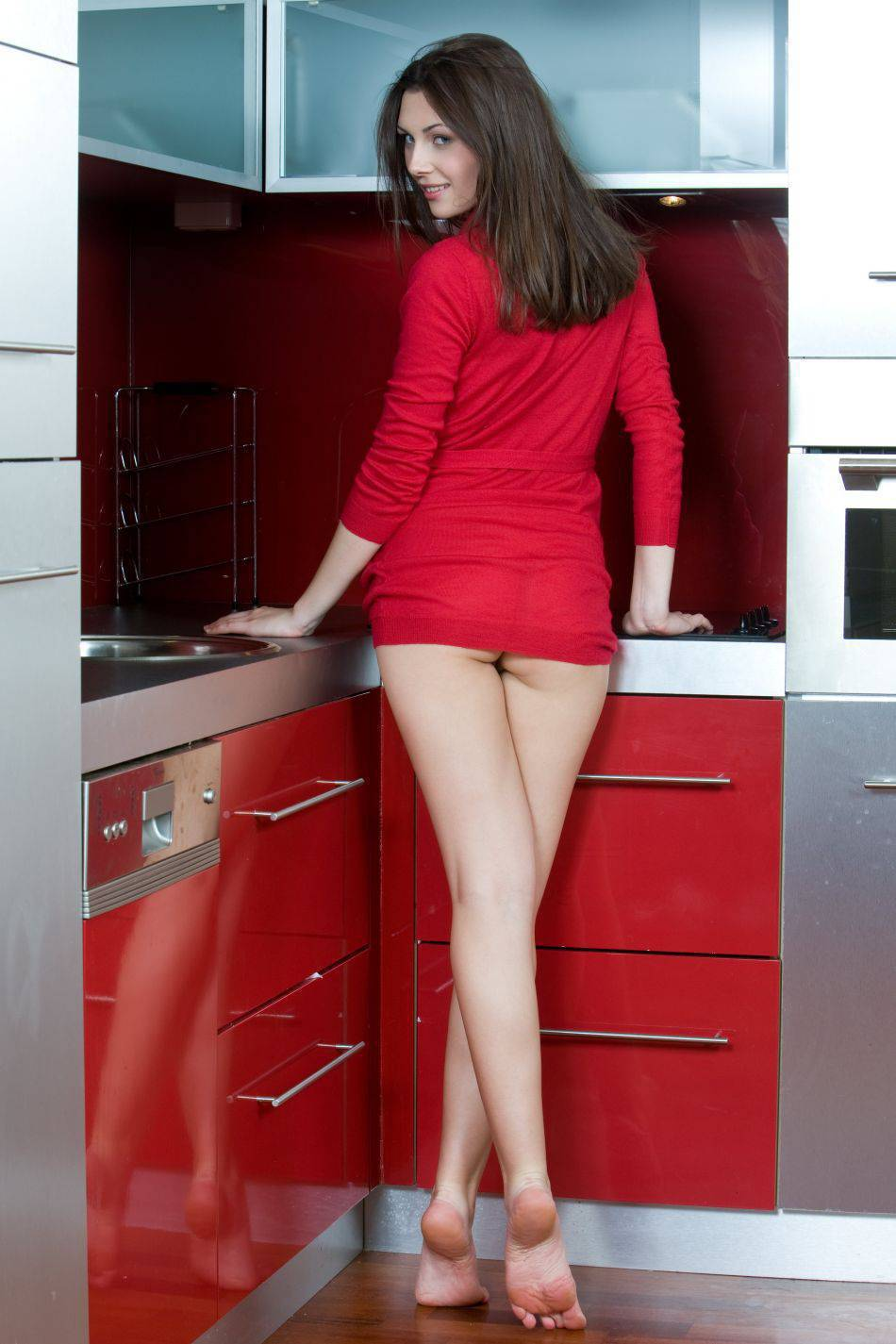 Соседка на кухне приподняла халатик фото 4 фотография