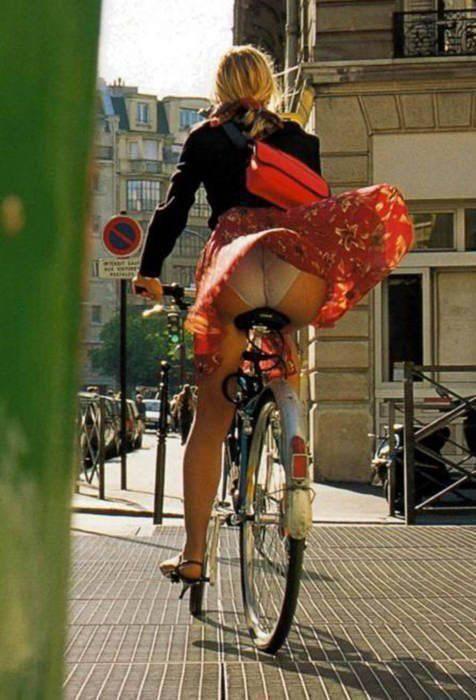 Dziewczyny na rowerach 44