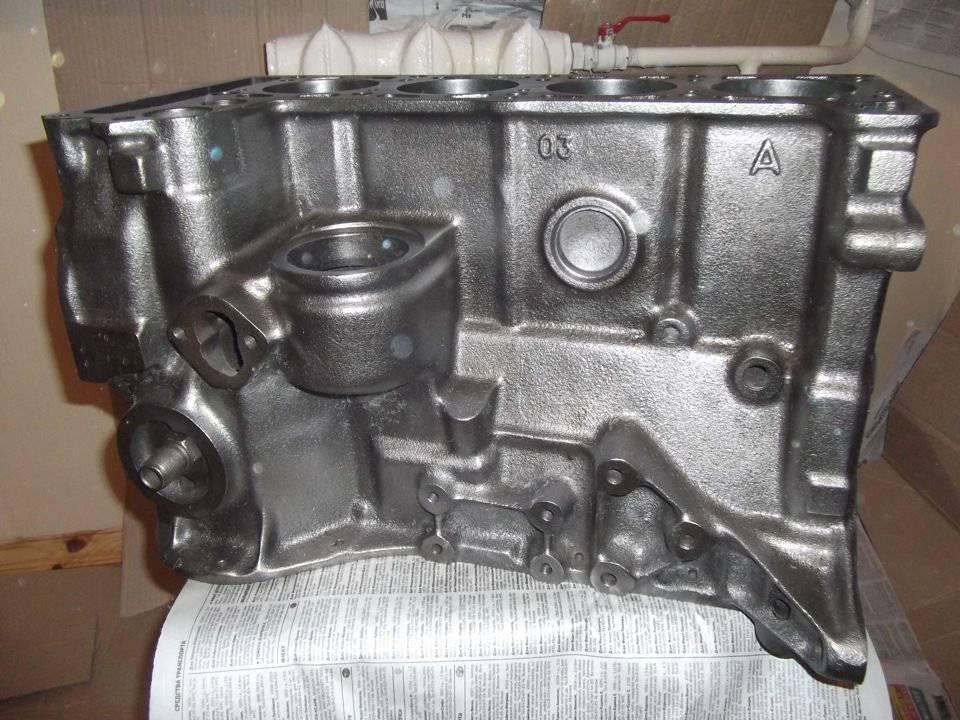 Stolik z bloku silnika 3
