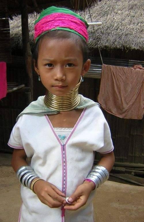 Długie szyje kobiet z plemienia Padaung 27