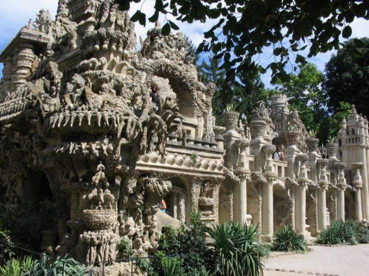 Idealny pałac wybudowany przez listonosza 10
