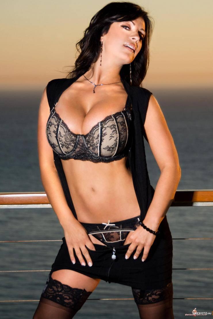 Dziewczyna tygodnia: Denise Milani 2