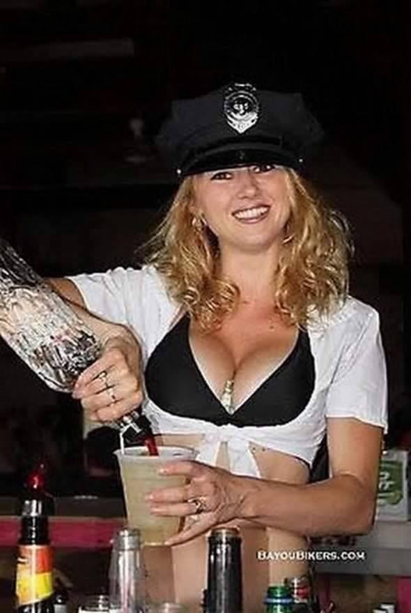 Seksowne barmanki 18