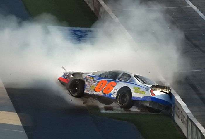 Wypadki w NASCAR 23