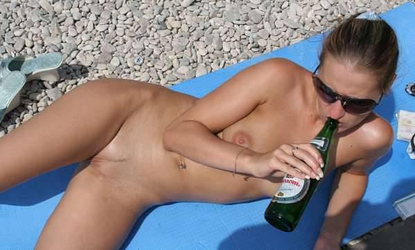 外國裸體海灘,美眉們全裸享受日光浴,真開放【128P】