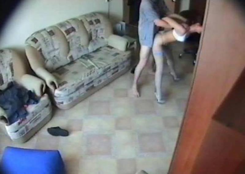 скрытую жены онлайн смотреть установил столом камеру под