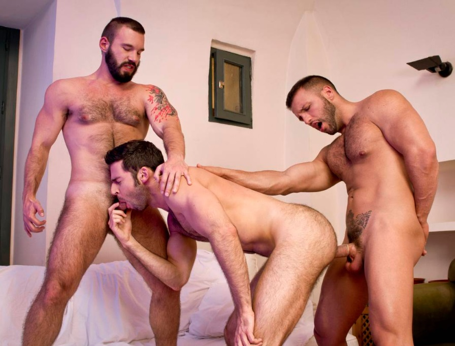 The Tourist: Donato Reyes, Dario Beck, Alessio Veneziano (Raging Stallion)