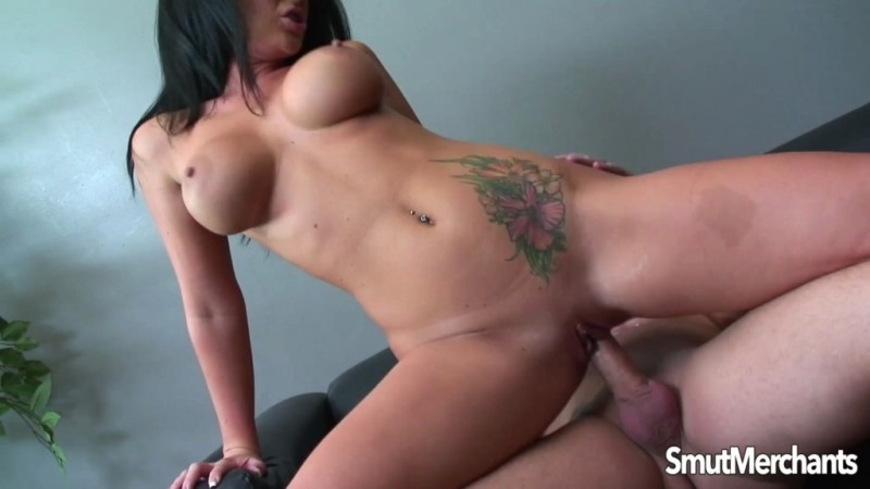Smut Merchants - Jayden Jaymes - Sensuous Cougar on the Prowl  09.06.17 - 1080p Free Download From pornparadise.org