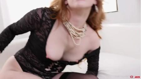 Sonia Harcourt Sucks Cock-XXX
