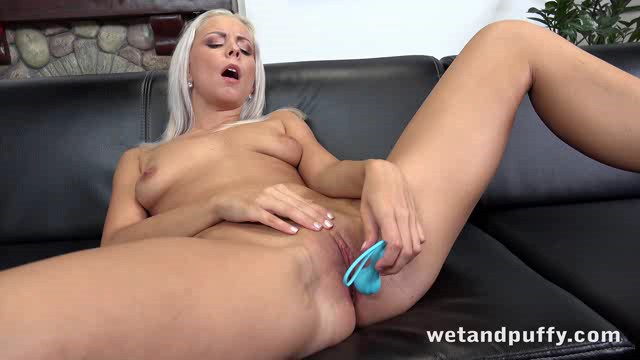 WetAndPuffy 19 06 26 Julia Parker Penetrating The Peach XXX