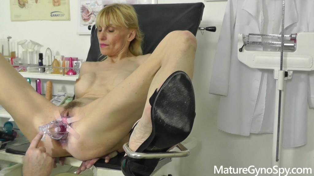 MatureGynoSpy 20 05 20 Valeria Blond XXX 1080p MP4-KTR